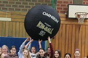 Fluffys gewinnen Kin-Ball fürs THG